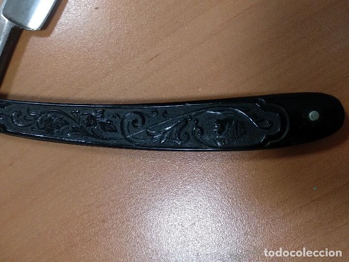 Antigüedades: ANTIGUA MAQUINA DE AFEITAR ALEMANA CON GRABADO EN MANGO, CROW CASTLE - Foto 2 - 118893563