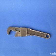 Antigüedades: LLAVE INGLESA MUY RARA DE 18 CM DE LARGO. Lote 118935827