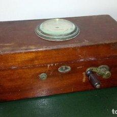 Antigüedades: ANTIGUA MAQUINA DE DESCARGAS ELECTRICAS.. Lote 119017291