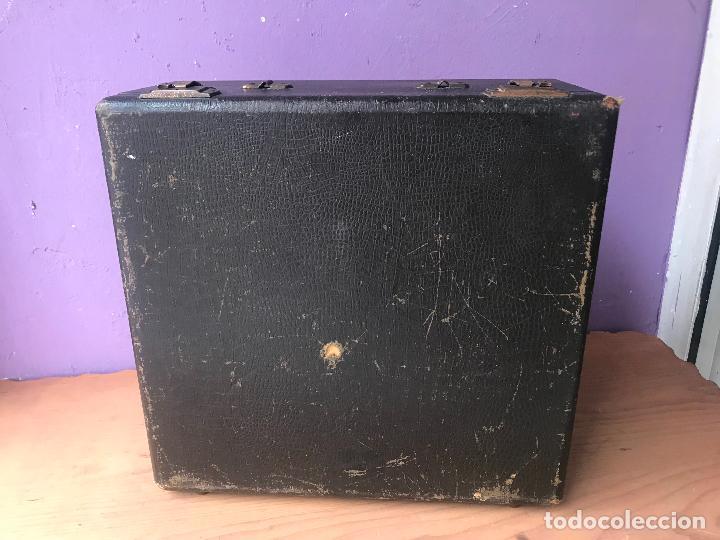 Antiquitäten: Maquina de escribir royal portatil en buen estado - Foto 2 - 135052006