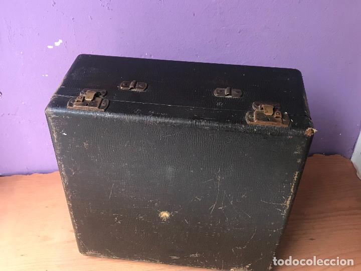 Antiquitäten: Maquina de escribir royal portatil en buen estado - Foto 3 - 135052006
