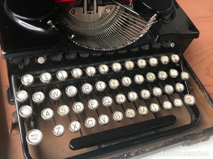 Antiquitäten: Maquina de escribir royal portatil en buen estado - Foto 6 - 135052006
