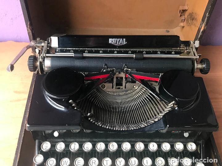 Antiquitäten: Maquina de escribir royal portatil en buen estado - Foto 7 - 135052006