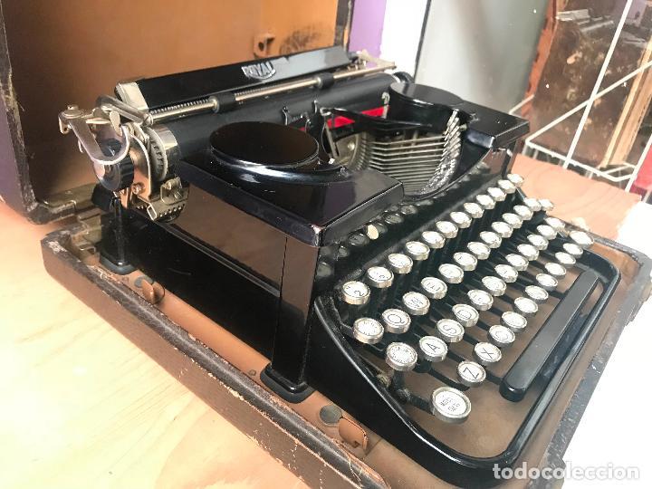 Antiquitäten: Maquina de escribir royal portatil en buen estado - Foto 9 - 135052006