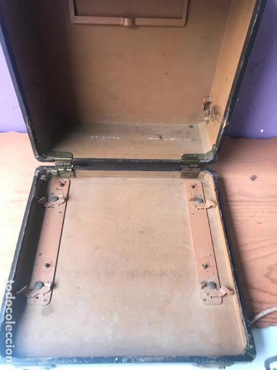 Antiquitäten: Maquina de escribir royal portatil en buen estado - Foto 10 - 135052006