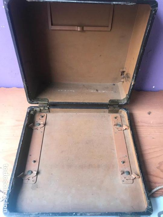 Antiquitäten: Maquina de escribir royal portatil en buen estado - Foto 11 - 135052006