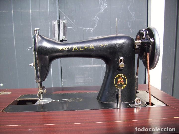MÁQUINA DE COSER ALFA CON MUEBLE PLEGABLE (Antigüedades - Técnicas - Máquinas de Coser Antiguas - Alfa)