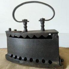 Antigüedades: ANTIGUA PLANCHA DE CARBON. Lote 119286155