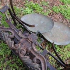 Antiquitäten - BALANZA ANTIGUA EN HIERRO FUNDIDO CON PLATOS, HASTA 10KG. FUNCIONANDO. - 119356715