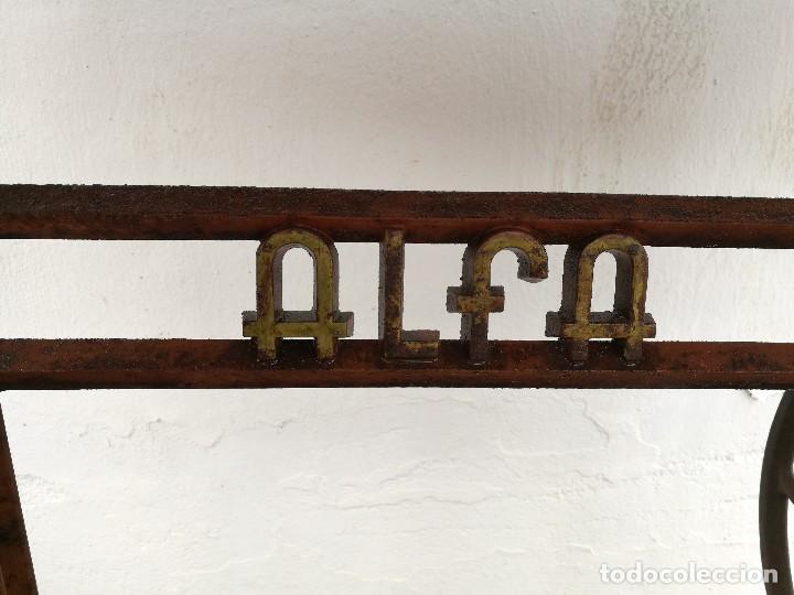 Antigüedades: Máquina de coser ALFA - Foto 3 - 119365007