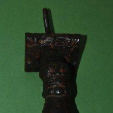 Antigüedades: ALDABA DE HIERRO EN FORMA DE MANO - CON ANILLO - SIGLO XIX - LLAMADOR. Lote 119368595