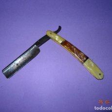 Antigüedades: ANTIGUA NAVAJA DE AFEITAR FERD HERBERZ Y HOJA MARCADA EN DORADO LA FLOR DE GANDIA. Lote 119489923