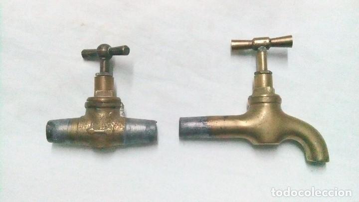 1 GRIFO Y 1 LLAVE DE PASO DE LATÓN ANTIGUOS (Antigüedades - Técnicas - Cerrajería y Forja - Varios Cerrajería y Forja Antigua)