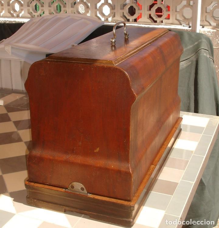 Antigüedades: ANTIGUA EXQUISITO MAQUINA DE COSER, MARCA FRISTER & ROSSMAN, CLEOPATRA, FUNCIONA Y COSE, AÑO C.1920s - Foto 9 - 119532375