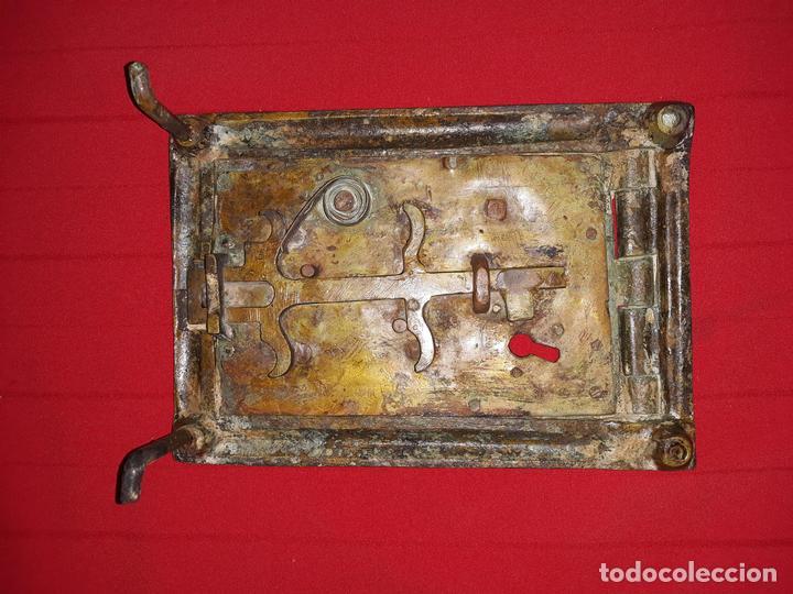 Antigüedades: ANTIGUA PUERTA DE REGISTRO DE BRONCE - Foto 3 - 119634127