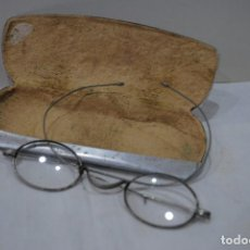 Antigüedades: GAFAS ANTIGUAS CON FUNDA . Lote 129130667