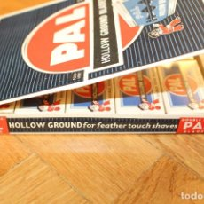 Antigüedades: CUCHILLAS DE AFEITAR PAL -HOLLOW GROUND BLADES- DOBLE FILO, CAJA EXPOSITOR CON 100 CUCHILLAS. Lote 119905159