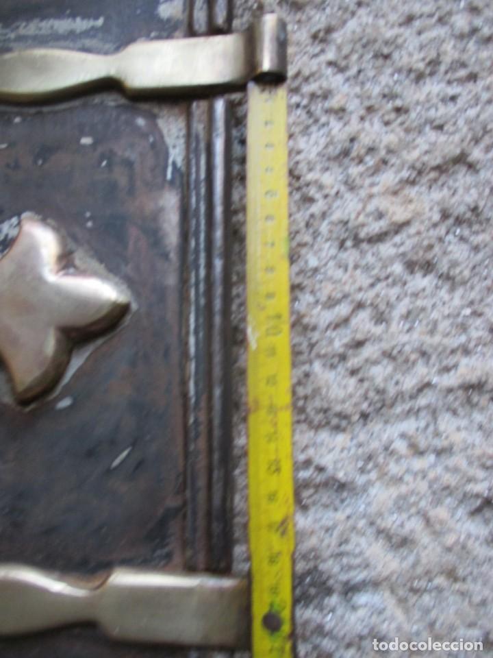 Antigüedades: PUERTA DE HORNO DE COCINA ECONOMICA EN HIERRO FUNDIDO + HERRAJES LATON, 3.9 kg 25.5*41CM ALTO + INFO - Foto 2 - 119981043