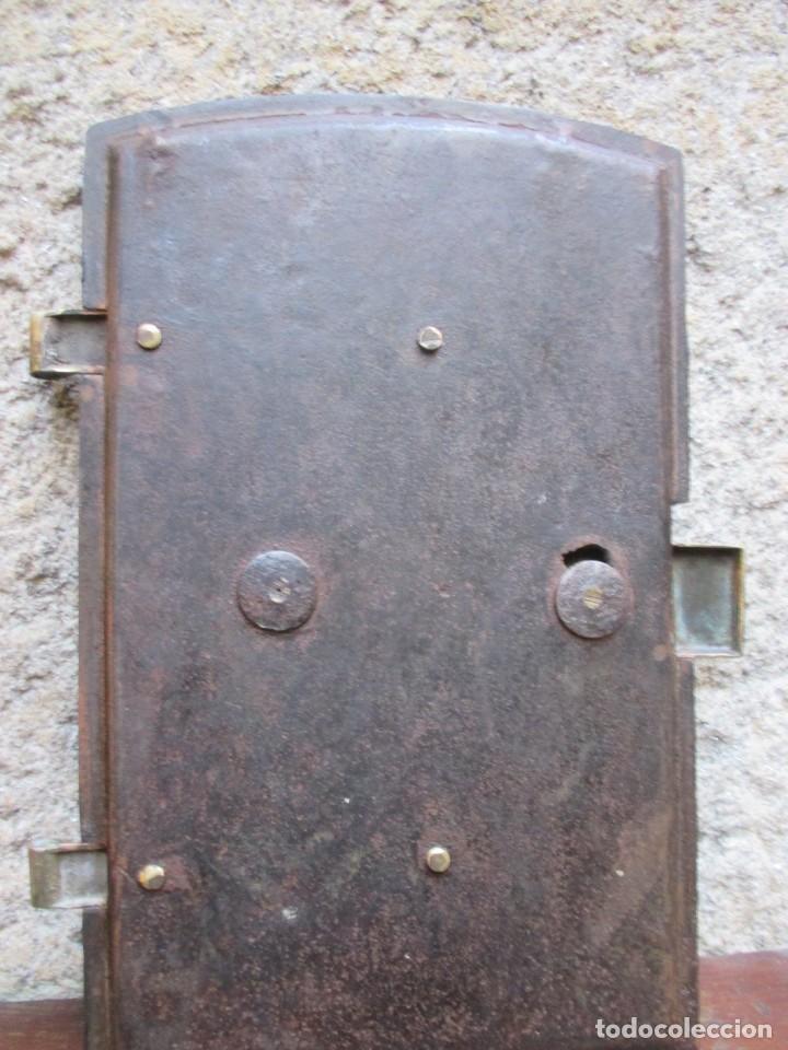 Antigüedades: PUERTA DE HORNO DE COCINA ECONOMICA EN HIERRO FUNDIDO + HERRAJES LATON, 3.9 kg 25.5*41CM ALTO + INFO - Foto 5 - 119981043