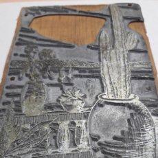 Antigüedades: TAMPÓN METÁLICO IMPRENTA ANTIGUO PAISAJE FIRMADO POR ARTISTA. Lote 120011291
