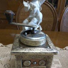 Antigüedades: MOLINILLO CAFÉ MADERA LATON PULIDO. Lote 120056356