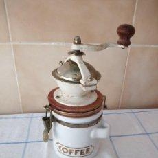 Antigüedades: ANTIGUO MOLINILLO DE CAFÉ CON TARRO DE PORCELANA MARCA DAVID BIRCH. Lote 120148067