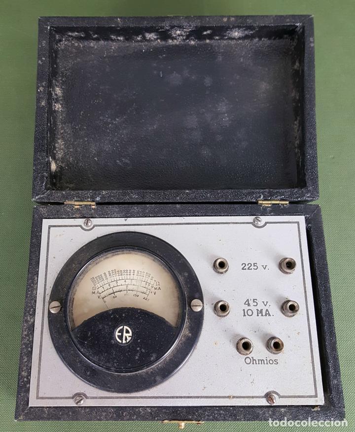 MEDIDOR DE OHMIOS, VOLTIMETRO Y MILI AMPERIMÉTRO. METAL Y MADERA. MAYMO. CIRCA 1950. (Antigüedades - Técnicas - Herramientas Profesionales - Electricidad)
