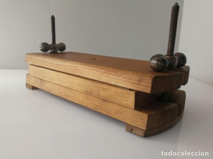 Antigüedades: ANTIGUA PRENSA DE LIBROS DE DOBLE TORNILLO - MUY CURIOSA - Foto 2 - 120297103