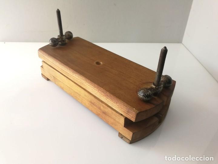 Antigüedades: ANTIGUA PRENSA DE LIBROS DE DOBLE TORNILLO - MUY CURIOSA - Foto 3 - 120297103