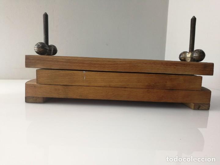 Antigüedades: ANTIGUA PRENSA DE LIBROS DE DOBLE TORNILLO - MUY CURIOSA - Foto 9 - 120297103