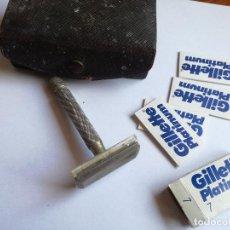 Antigüedades: ANTIGUA MAQUINILLA DE AFERITAR GILLETTE PLATINUM Nº 7 CON CUCHILLAS Y CAJA ORIGINAL. Lote 120341247