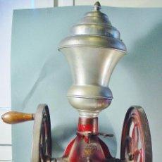 Antigüedades: ANTIGUO MOLINILLO DE CAFÉ CON DOBLE VOLANTE. 66 CM ALTURA. CERCA 20 KG. PESO. IMPRESIONANTE.. Lote 120394871