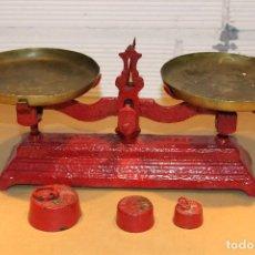 Antigüedades: BALANZA HIERRO FUNDIDO + 3 PESAS. Lote 120400371