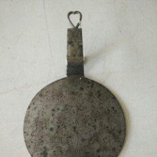 Antigüedades: TAPADERA DE PUCHERO ANTIGUA DE FORJA. Lote 120534828