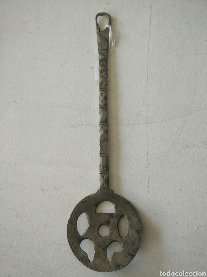 Antigüedades: Espumadera de forja muy antigua - Foto 5 - 120535347