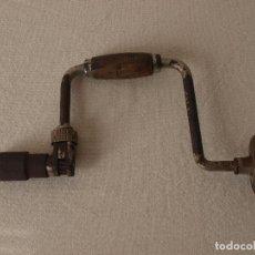 Antigüedades: ANTIGUO TALADRO MANUAL O BERBIQUI. 35 CM LARGO X 18,5 CM ANCHO APROX. VER FOTOS Y DESCRIPCION. Lote 120740011
