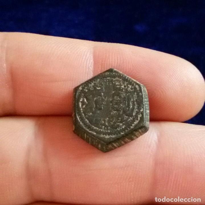 Antigüedades: Raro Ponderal monetario 2 Ducado Isabel y Fernando 6,7 gr moneda, contramarca escudo Barcelona - Foto 2 - 120938215