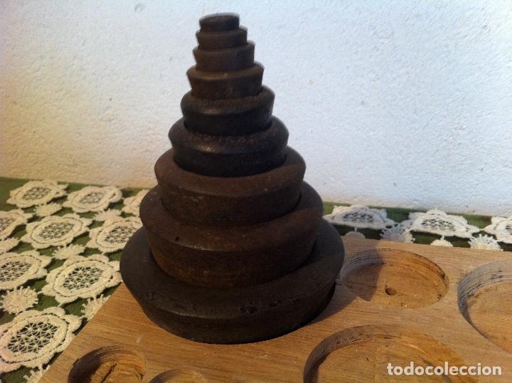 Antigüedades: COMPLETO JUEGO DE 9 PESAS ANTIGUAS DE 1/4 OZ A 4 LB DE FINALES XIX (X00) - Foto 4 - 121008135