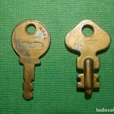 Antigüedades: LOTE DE 2 PEQUEÑAS LLAVES - MALETAS, MALETINES Y OTROS -. Lote 121034859