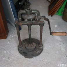 Antigüedades: MAQUINA DE HIERRO PRENSA TROQUEL ALTURA 60 CM. X 30 CM. D R G M GANZHORN & STIRNSCHWAB HALL WURTT. Lote 121075459