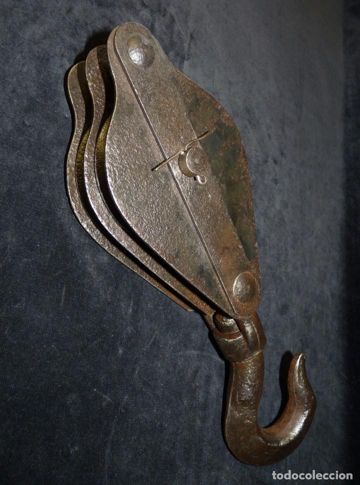 ANTIGUA POLEA DOBLE DE ACERO. GARRUCHA, PASTECA, ROLDANA. 36 CM. Y 3,3 KG. (Antiquitäten - Technische - Professionelle Werkzeuge - Andere Berufe)