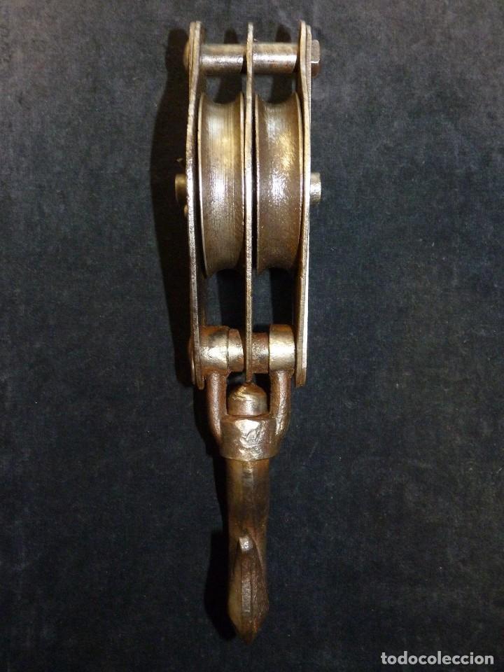 Antiquitäten: ANTIGUA POLEA DOBLE DE ACERO. GARRUCHA, PASTECA, ROLDANA. 36 cm. y 3,3 kg. - Foto 3 - 121122255