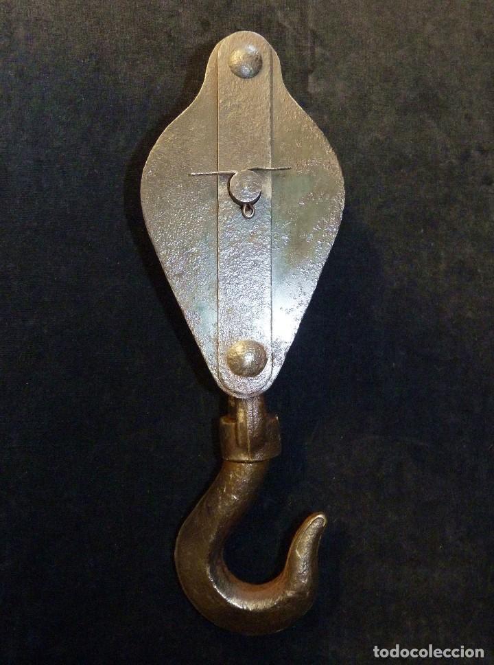 Antiquitäten: ANTIGUA POLEA DOBLE DE ACERO. GARRUCHA, PASTECA, ROLDANA. 36 cm. y 3,3 kg. - Foto 4 - 121122255
