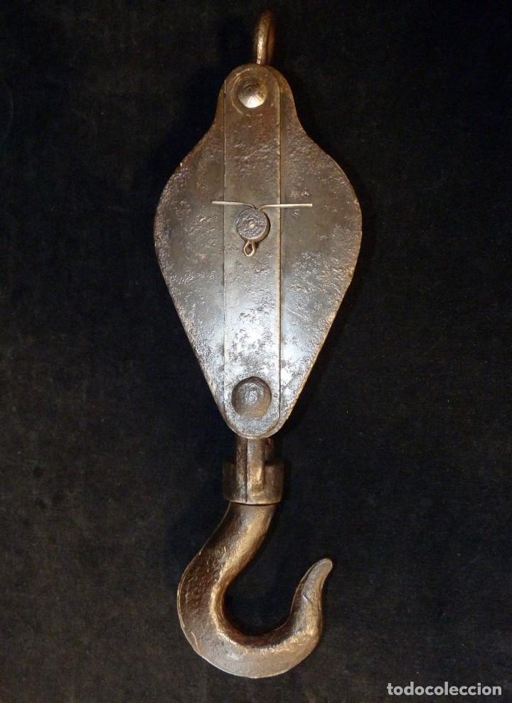 Antiquitäten: ANTIGUA POLEA DOBLE DE ACERO. GARRUCHA, PASTECA, ROLDANA. 38,5 cm. y 3,4 kg. (2) - Foto 3 - 121122575