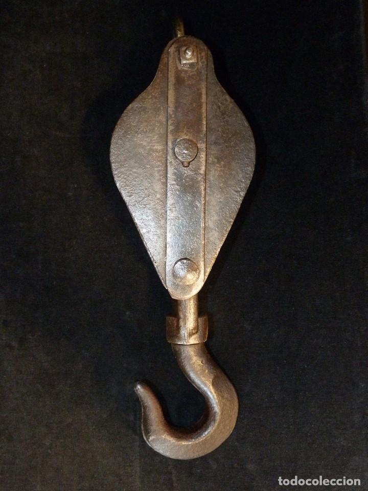 Antiquitäten: ANTIGUA POLEA DOBLE DE ACERO. GARRUCHA, PASTECA, ROLDANA. 38,5 cm. y 3,4 kg. (2) - Foto 4 - 121122575