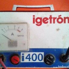 Antigüedades: ANTIGUO CARGADOR BATERIAS IGETRON I400. Lote 121448255