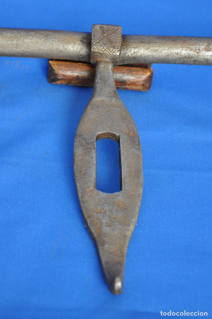 Antigüedades: Cerrojo de forja. - Foto 3 - 121510075