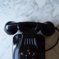 Teléfonos: TELÉFONO DE PARED EN BAQUELITA NEGRA. TIPO CENTRALITA, SEIS NÚMEROS. NO PROBADO.. Lote 121647783