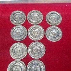 Antigüedades: JUEGO DE 10 TIRADORES DE BRONCE, PARA COMODA.. Lote 121674335