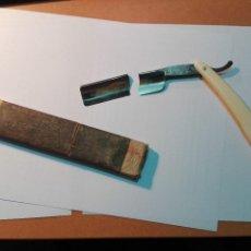 Antigüedades: NAVAJA AFEITAR JOSE MONSERRAT POU DOBLE TEMPLE FILARMÓNICA HOJA ROTA CON CJA. Lote 121655255